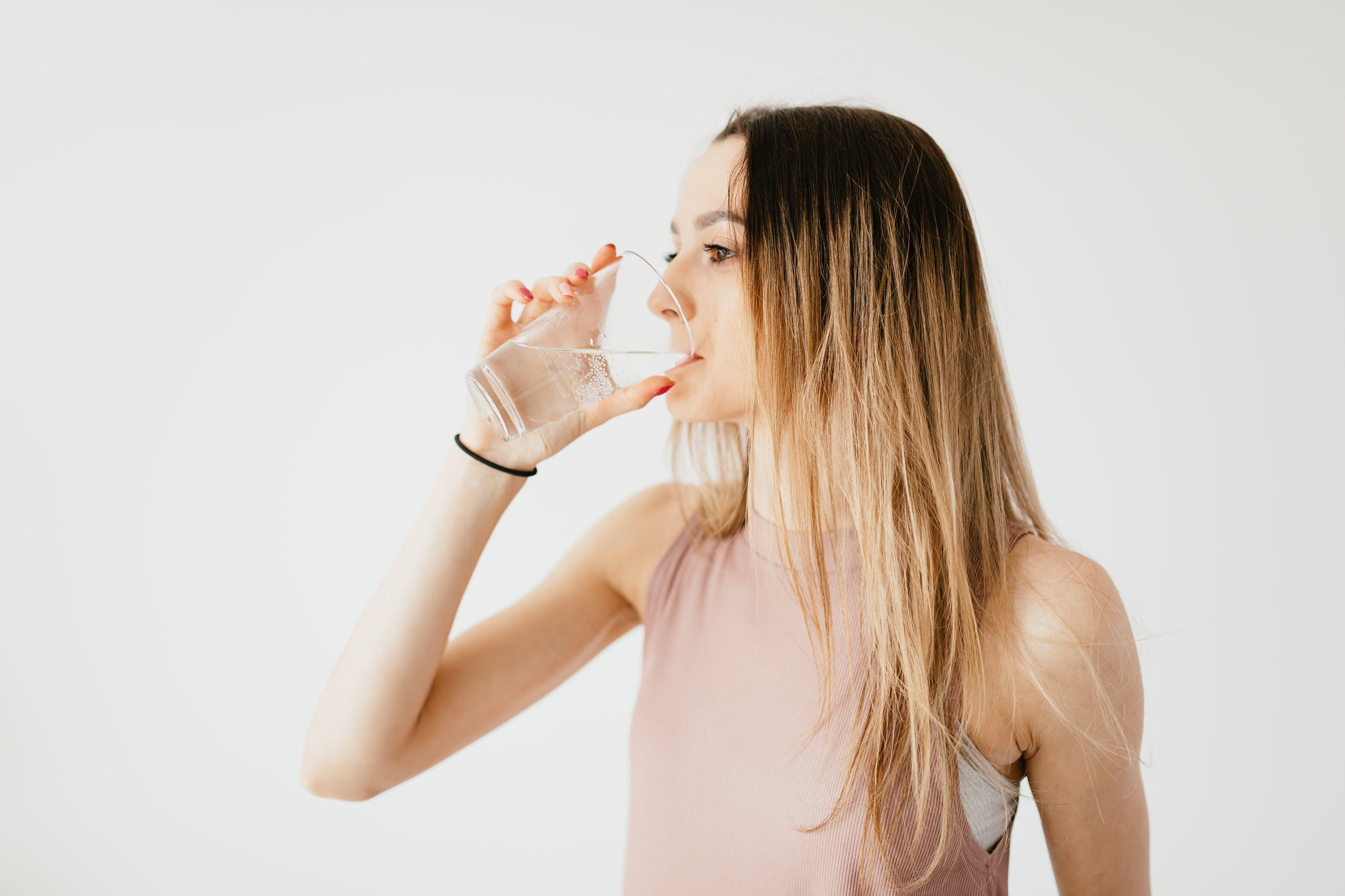 tomar agua en ayunas
