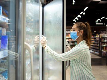 Debemos estar atentos al etiquetado de los productos congelados. / Foto: Freepik