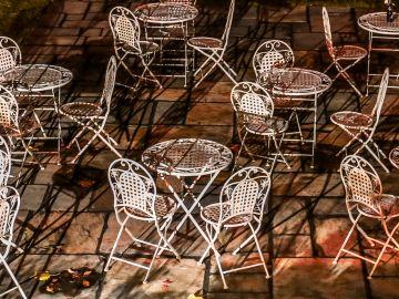 Dale vida a tus muebles de hierro. / Foto: Bill Mackie - Unsplash.