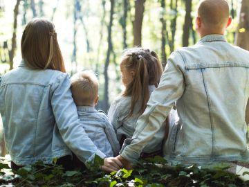 Repíteles que tu nueva pareja nunca reemplazará a ninguno de los padres. / Foto: John Mark-Unsplash.