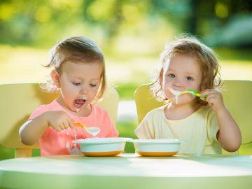 La presencia de metales tóxicos en los alimentos para bebés puede afectar su desarollo motor. / Foto: Freepik
