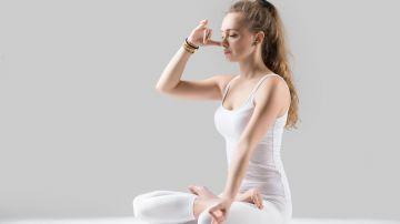 Este ejercicio de respiración espiral ayuda a enfocar nuestra mente. / Foto: Yanaluya - Freepik.