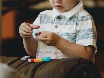 Los niños con autismo pueden presentar un retraso significativo en el habla.