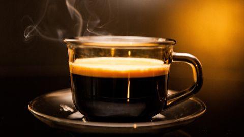 Tomar una taza de café antes de hacer ejercicios ayuda a quemar más grasa