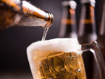 El alcohol en exceso es perjudicial para la salud. / Foto: Jcomp - Freepik.