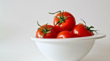 Los tomates puedes congelarlos enteros, picados o en jugo.