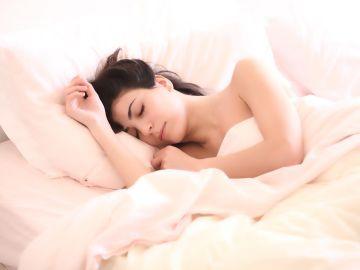Personas que duermen bien tienen menos riesgo de contagiarse de Covid-19