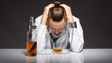 Los 7 signos físicos de que estás bebiendo demasiado alcohol y debes dejarlo ya