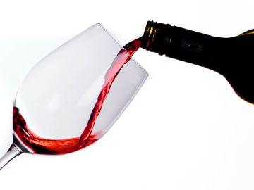 Tomar vino tinto reduce el riesgo de aparición de cataratas