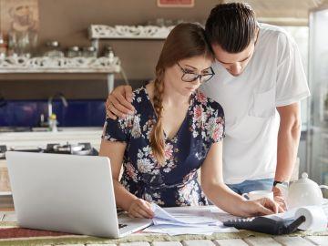 Juntar ingresos o cada uno por su lado: Cómo es mejor administrar el dinero con tu pareja