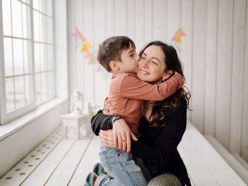 3 modos en que la relación entre una madre y su hijo varón no es sana