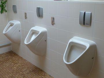 ¿Cómo puedes contagiarte de COVID en baños públicos? Nuevo estudio lo explica