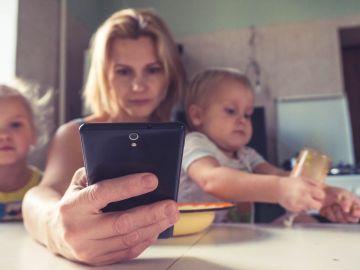 Cuánto influyen el estilo de vida de la madre y el tiempo frente a la TV en la obesidad de los niños