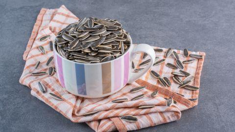 Las semillas de girasol pueden convertirse en atesorables amigas si estás en la búsqueda de bajar de peso.